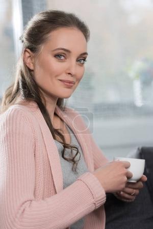Coupe portefeuille femme de café