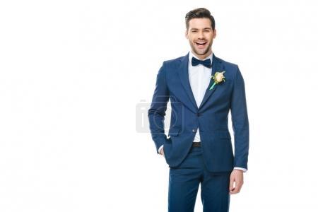 Photo pour Portrait du jeune marié beau en costume isolé sur blanc - image libre de droit