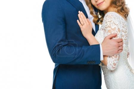Photo pour Vue partielle du couple de mariage se serrant dans ses bras isolé sur blanc - image libre de droit