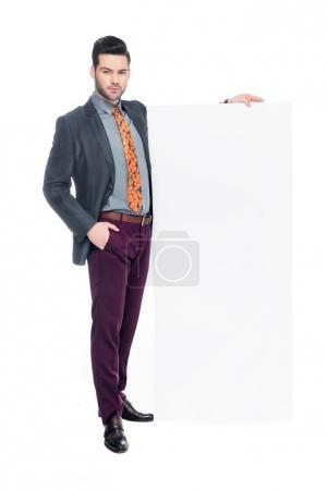 Photo pour Homme barbu en costume avec plaque vierge, isolé sur blanc - image libre de droit