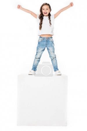 Photo pour Enfant heureux avec les bras tendus, isolé sur blanc - image libre de droit