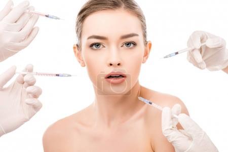 Photo pour Jeune fille avec une peau propre faire des injections de beauté, isolées sur blanc - image libre de droit