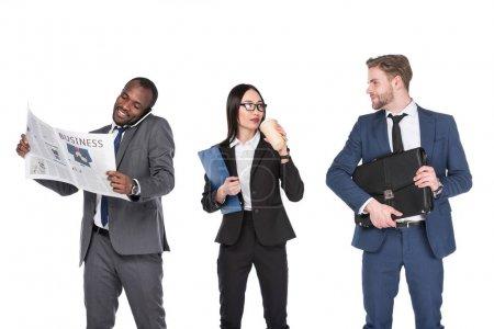 Photo pour Portrait de groupe de gens d'affaires multiculturelles isolés sur blanc - image libre de droit