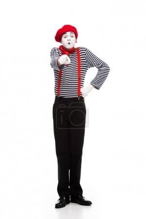Photo pour Mime grimaçant pointant sur la caméra isolé sur blanc - image libre de droit