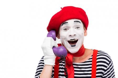 Photo pour Mime heureux parlant par téléphone stationnaire ultra violet rétro isolé sur blanc - image libre de droit