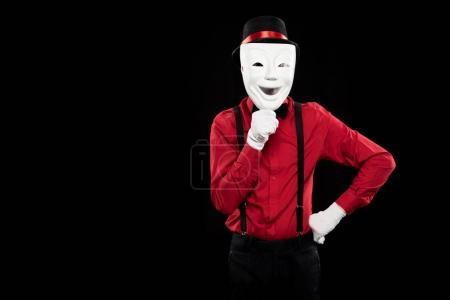 Photo pour MIME couvrant le visage avec un masque blanc isolé sur fond noir - image libre de droit