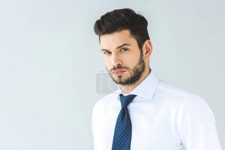 Foto de Hombre de negocios guapo con camisa blanca y corbata, aislado en gris - Imagen libre de derechos