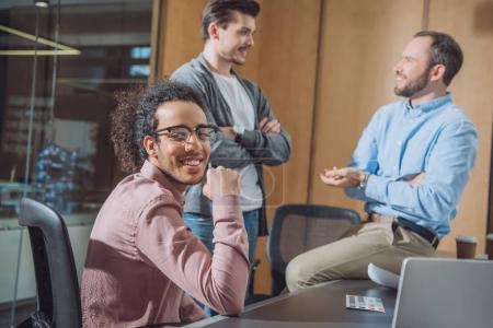 Foto de Grupo de empresarios trabajando juntos en la oficina moderna - Imagen libre de derechos