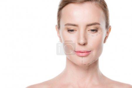 Photo pour Femme avec des lignes peintes sur le visage pour la chirurgie plastique isolé sur blanc - image libre de droit