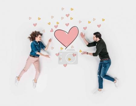 Photo pour Collage dessiné à la main créatif avec couple atteignant signe du cœur - image libre de droit