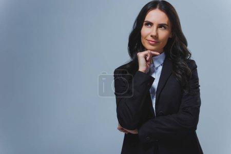Photo pour Femme d'affaires attrayant songeur looking away gris isolés sur - image libre de droit
