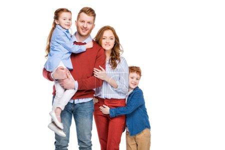 Foto de Familia hermosa pelirroja feliz con dos niños sonriendo a cámara aislada en blanco - Imagen libre de derechos