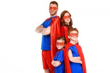 Foto de Familia en trajes de superhéroe de pie con los brazos cruzados y mirando a cámara aislada en blanco - Imagen libre de derechos