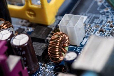 Photo pour Foyer sélectif de divers détails de la carte mère d'ordinateur - image libre de droit