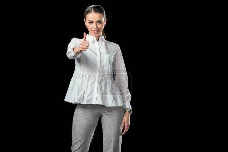 Photo pour Attrayant femme d'affaires montrant pouce vers le haut, isolé sur noir - image libre de droit