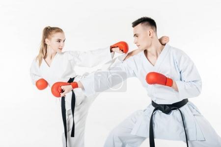 Photo pour Combattants de karaté exercice isolé sur blanc - image libre de droit