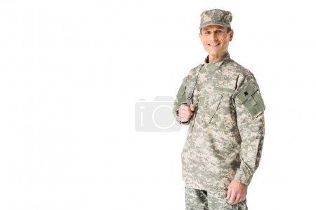 Photo pour Jeune soldat de l'armée regardant la caméra isolée sur blanc - image libre de droit