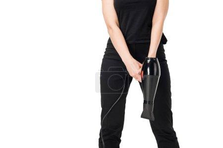 Photo pour Vue rapprochée du styliste femelle tenant le sèche-cheveux isolé sur blanc - image libre de droit
