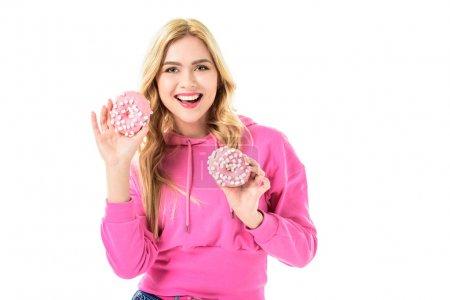 Photo pour Jeune fille tenant beignets roses isolés sur blanc - image libre de droit