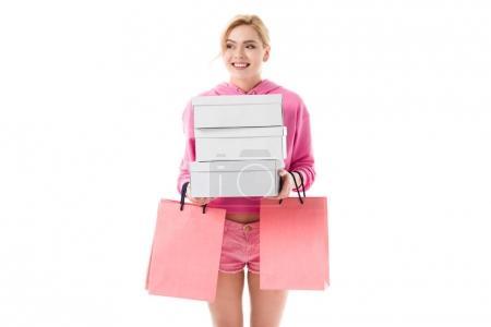 Photo pour Femme blonde en vêtements roses portant des sacs à provisions isolés sur blanc - image libre de droit