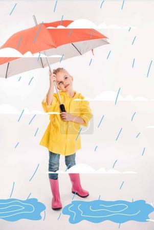 Photo pour Petit enfant en imperméable jaune tenant parapluie, temps pluvieux et flaques d'eau illustration - image libre de droit
