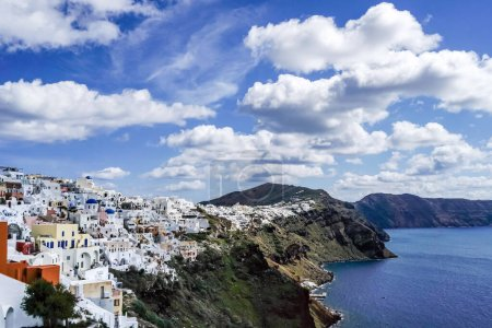 Photo for White houses near tranquil sea against blue sky with clouds in greece - Royalty Free Image