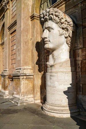Photo pour Soleil sur César augustus statue de tête en vatican - image libre de droit