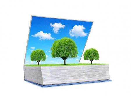Photo pour Livre ouvert de la nature avec des arbres sur prairie et ciel bleu isolé sur fond blanc. Concept écologique . - image libre de droit