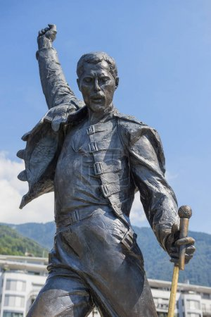 памятник певцу Фредди Меркьюри