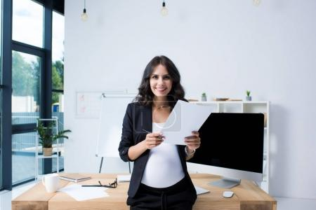 Pregnant businesswoman with paperwork