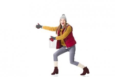 Photo pour Belle jeune femme en vêtements d'hiver présenter quelque chose, isolé sur blanc - image libre de droit