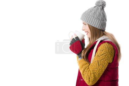 Foto de Chica alegre en ropa de invierno con la taza de café, aislado en blanco - Imagen libre de derechos