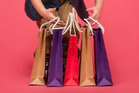 Foto de Vista parcial de cabrito y bolsas aisladas en rosa - Imagen libre de derechos