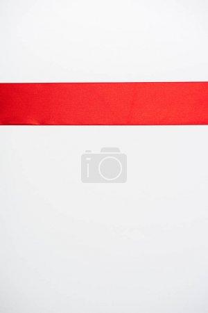Photo pour Vue de dessus du ruban rouge plat isolé sur blanc - image libre de droit