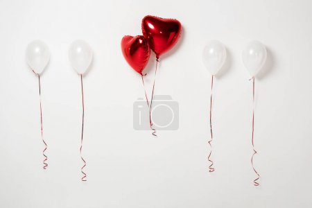 Photo pour Shiny and red party balloons on white - image libre de droit