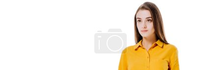 Foto de Chica atractiva seria mirando hacia otro lado aislado en blanco, plano panorámico - Imagen libre de derechos