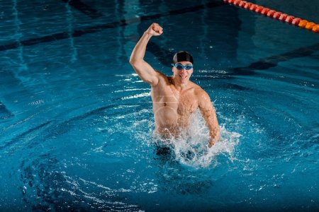 Photo pour Excited swimmer in goggles celebrating triumph - image libre de droit