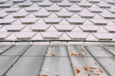 Photo pour Schéma géométrique du toit métallique du bâtiment - image libre de droit