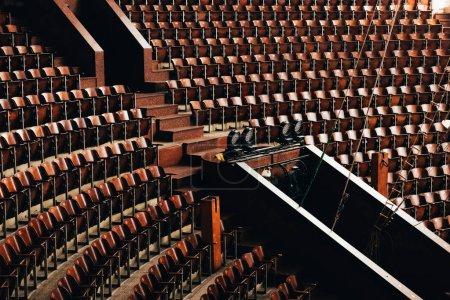 Foto de Vista de gran angular de las entradas y asientos en circo - Imagen libre de derechos