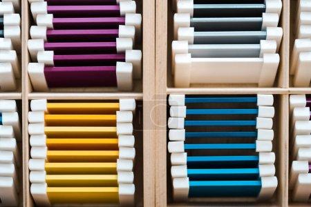 Photo pour Vue du dessus des parties colorées du jeu éducatif dans des boîtes en bois - image libre de droit