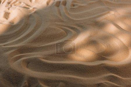 Photo pour Vue grand angle du sable texturé avec lumière du soleil - image libre de droit