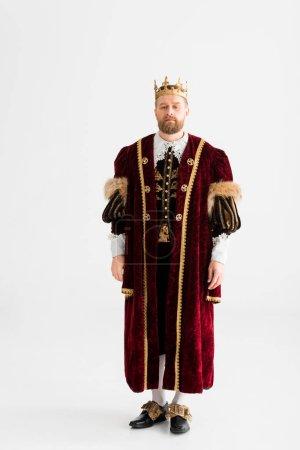 Photo pour Beau roi avec couronne regardant caméra isolée sur gris - image libre de droit