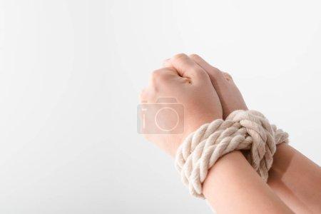 Photo pour Vue recadrée de la femme avec les mains liées isolé sur blanc, concept des droits de l'homme - image libre de droit