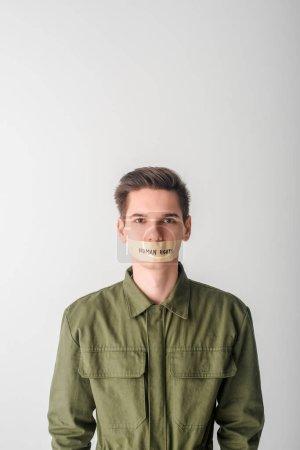 Photo pour Homme sans défense avec scotch tape sur la bouche avec lettrage sur les droits de l'homme isolé sur blanc - image libre de droit
