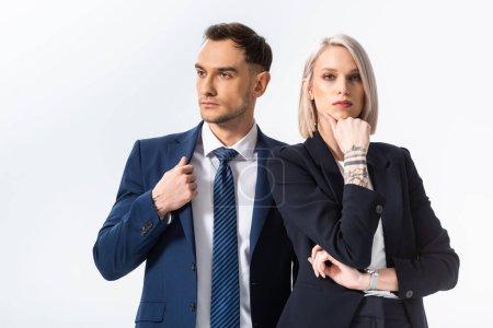 Photo pour Succès jeune tatoué homme d'affaires et femme d'affaires isolé sur blanc - image libre de droit