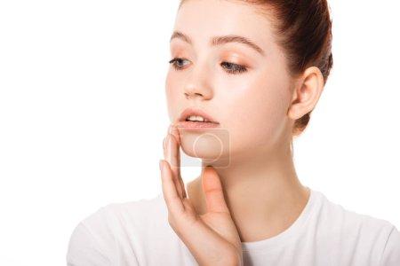 Photo pour Belle adolescente avec peau propre toucher visage, isolé sur blanc - image libre de droit