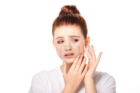 Photo pour Bouleversé adolescent fille avec bouton sur le visage, isolé sur blanc - image libre de droit