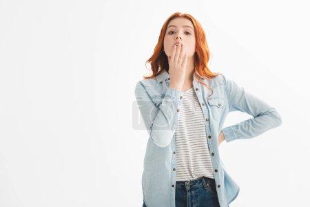 Photo pour Belle rousse réfléchie adolescent fille en denim vêtements, isolé sur blanc - image libre de droit