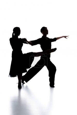 Photo pour Silhouettes de couple élégant de danseurs de salon dansant sur blanc - image libre de droit
