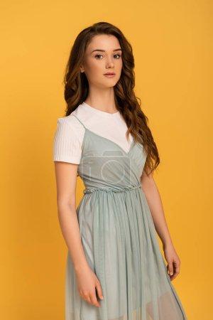 Photo pour Belle printanière en robe isolée sur jaune - image libre de droit